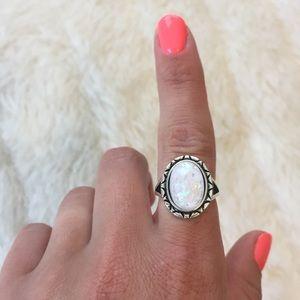 White stone ring 6.5